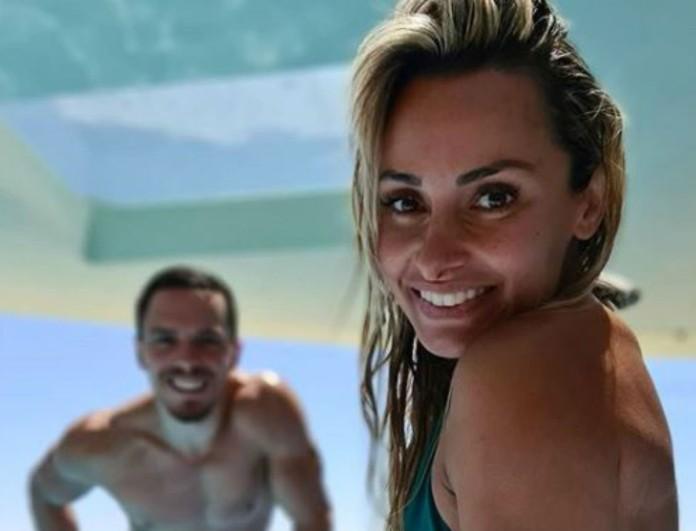 Βασιλική Μιλλούση: με φουσκωμένη κοιλίτσα στην πισίνα με τον Λευτέρη Πετρούνια και την κόρη τους