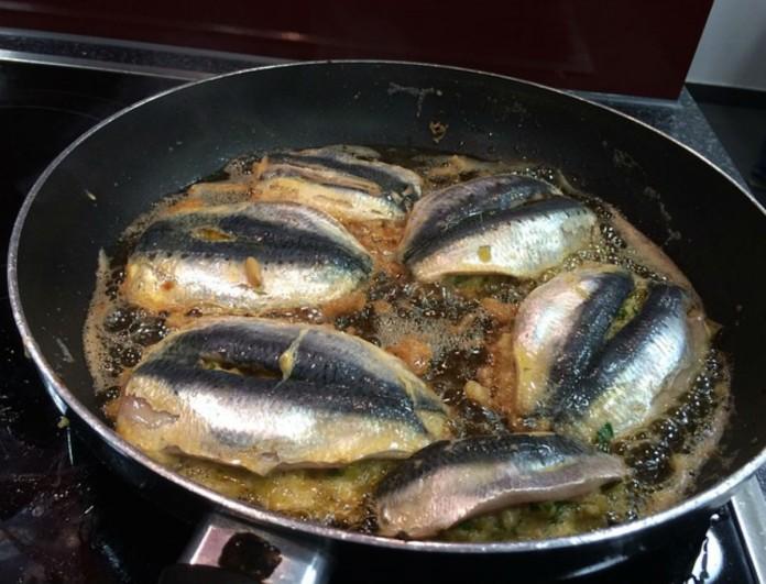 Απίστευτο κόλπο: Διώξε την μυρωδιά ψαριού από το σπίτι σου με κανέλα, μήλο και...