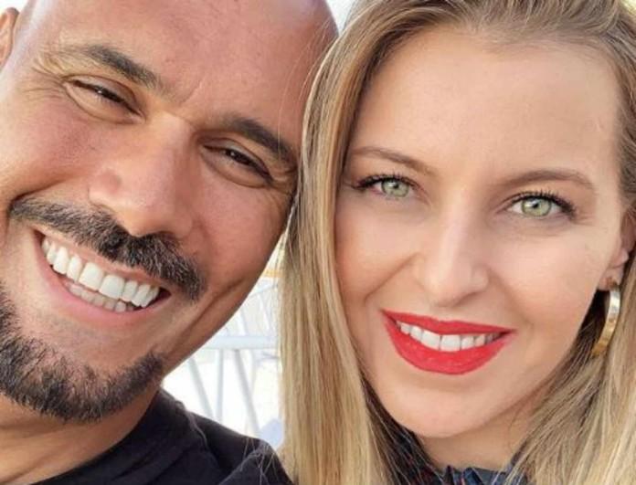 Δημήτρης Σκουλός: Τρελά ερωτευμένος με την γυναίκα του - Η φωτογραφία τους στην παραλία