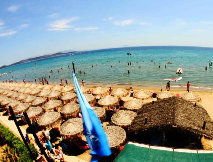 Μην συνωστίζεστε: Αυτή είναι η μεγαλύτερη παραλία της Αττικής που θα κάνετε άφοβα μπάνιο