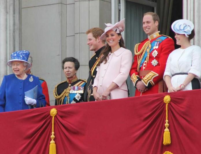 Ευχάριστα νέα στο Buckingham - Δάκρυα χαράς για τη βασίλισσα Ελισάβετ