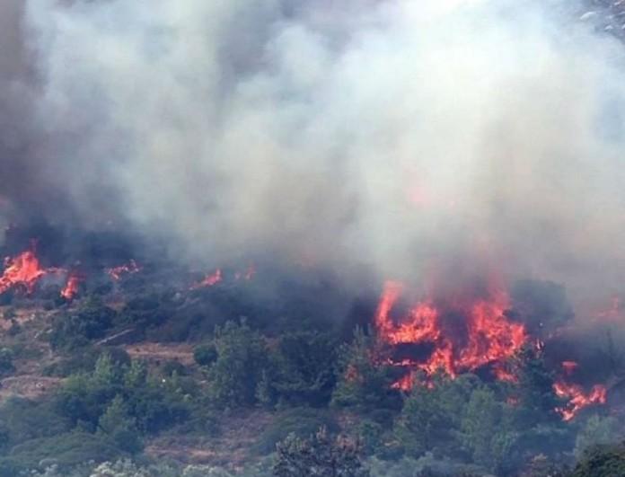 Καίγεται η Χίος