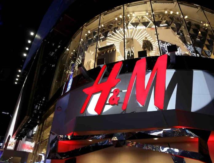 Σε τιμή έκπληξη η πιο must τσάντα της σεζόν στα H&M