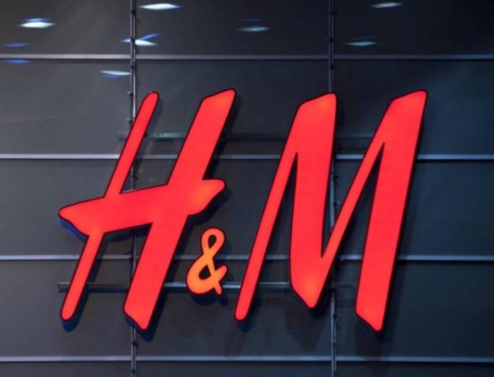 Το πουκάμισο - φόρεμα των H&M που σε γυρνάει πολλές εποχές πίσω βγαίνει σε 4 χρώματα