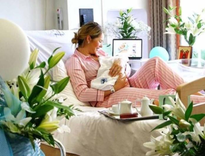 Ανίτα Μπραντ: Έτσι είναι το σώμα της 1 μήνα μετά τη γέννα - Φωτογραφία με μαγιό