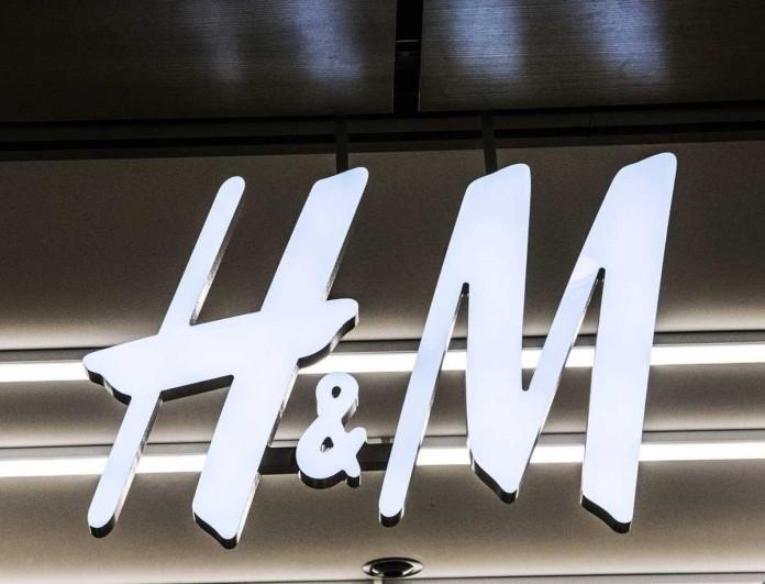 Σούπερ προσφορά στα H&M - 8,99 ευρώ το πιο θηλυκό μαύρο φόρεμα