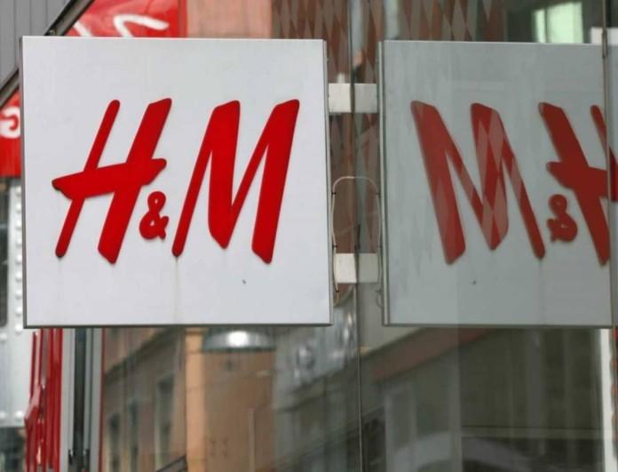 Έχουν πάρει «φωτιά» τα H&M με ένα τζιν ψηλόμεσο παντελόνι