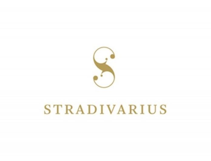 Απόλυτος έρωτας το denim φόρεμα από τα Stradivarius