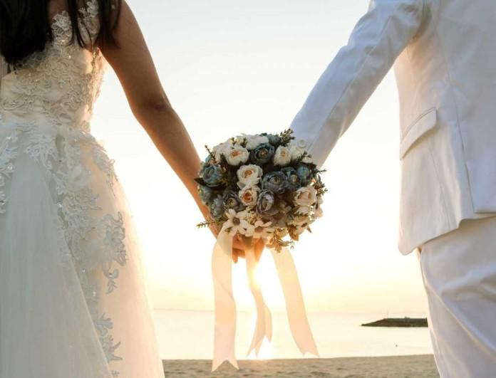 «Έσκασαν» τα ευχάριστα - Παντρεύεται γνωστός Έλληνας τραγουδιστής