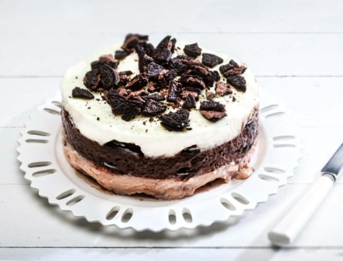 Το πιο μαγικό καλοκαιρινό γλυκό ψυγείου - Με 3 κρεμένιες στρώσεις και γεμιστά μπισκότα