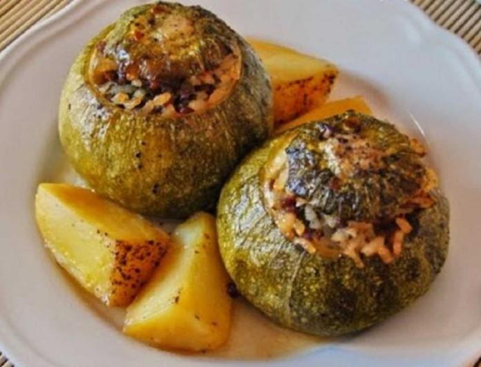 Κολοκύθια στο φούρνο με πατάτες - Γεμιστά με μοσχαρίσιο κιμά