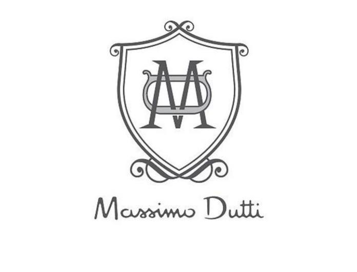 Ιδανικό για τις Κυκλάδες το μπλε λινό πουκάμισο από τα Massimo Dutti