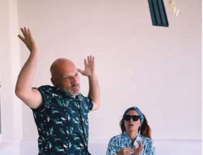 Χαμός με το βίντεο Νίκου Μουτσινά και  Μαίρης Συνατσάκη - Τα έκαναν όλα... λίμπα