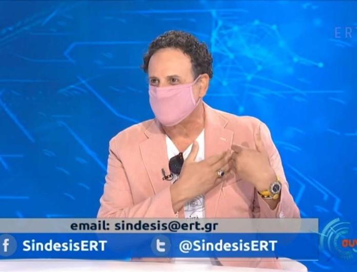 Με ροζ μάσκα σε εκπομπή ο Χάρης Ρώμας