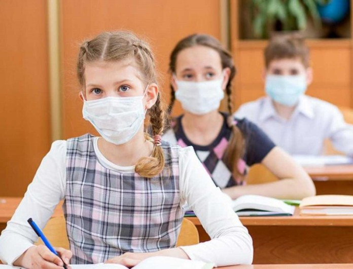Σχολεία - Κορωνοϊός: Ολόκληρο το έτος υποχρεωτική η μάσκα!
