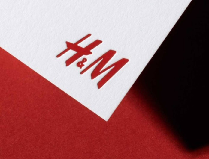 Στα H&M το μποτάκι κάλτσα που δεν γίνεται να λείπει από την ντουλάπα σου