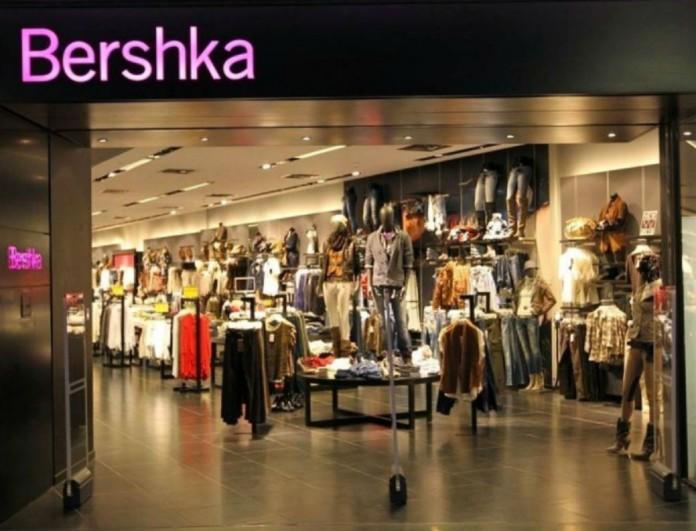 Bershka: Μην ψάχνεις άλλο! - Αυτό είναι το πιο cozy φόρεμα για τον χειμώνα