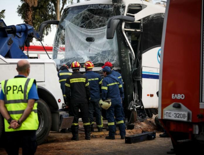 Τροχαίο: Λεωφορείο έπεσε σε κολώνα στον Πειραιά - Ανησυχία για τον οδηγό!