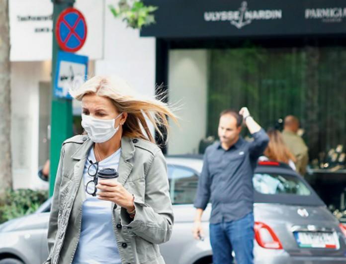 Μαρέβα Μητσοτάκη: Με μάσκα για ψώνια με την κούκλα κόρη της - Σικάτες και οι δυο