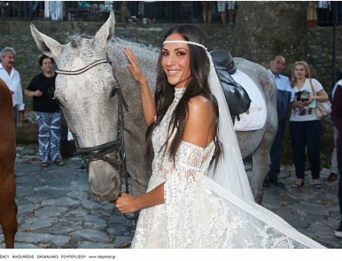 Ανθή Βούλγαρη: Αποκλειστικές φωτογραφίες από τον γάμο της! Το εντυπωσιακό νυφικό που τράβηξε όλα τα βλέμματα!