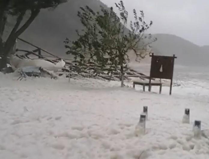 Κακοκαιρία Ιανός: Εικόνες που συγκλονίζουν στην Ιθάκη - Τα σαρώνει όλα ο κυκλώνας