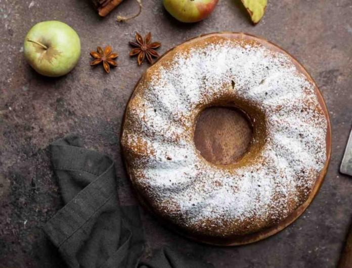 Πεντανόστιμο κέικ μήλου με κανέλα - Η συνταγή που θα κάνει το σπίτι σας να μοσχοβολάει