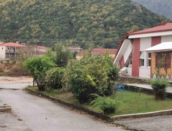 Κακοκαιρία Ιανός: Κατάρρευσε το Κέντρο Υγείας στο Μουζάκι