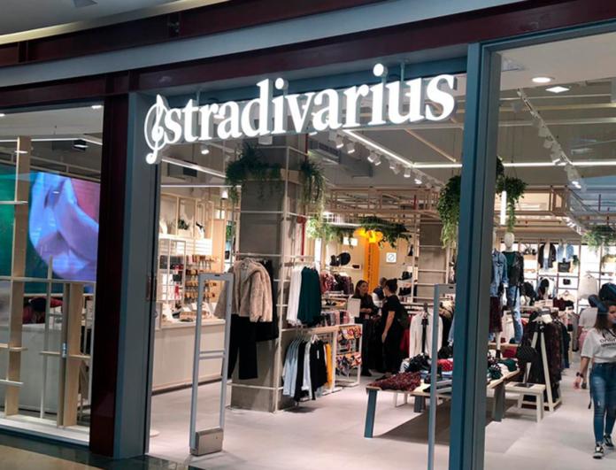 Το μαύρο πουκάμισο των Stradivarius με εφέ δέρμα που θα ερωτευτείς - Eμείς το θέλουμε