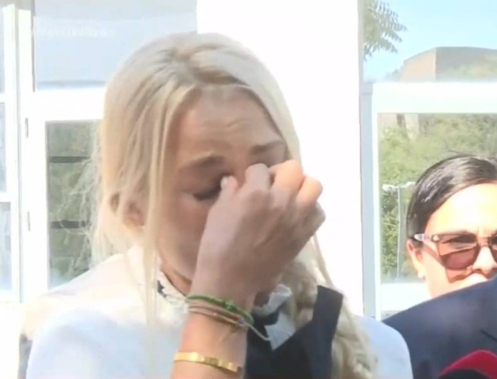 Ξέσπασε σε κλάματα η Βικτώρια Καρύδα στην απόφαση για τη δολοφονία του Γιάννη Μακρή
