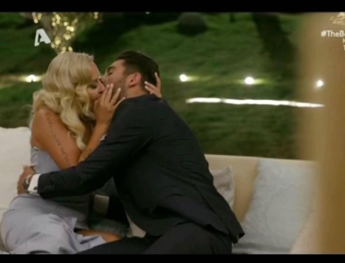 The Bachelor: Το «καυτό» φιλί της Έλενας με τον Παναγιώτη Βασιλάκο