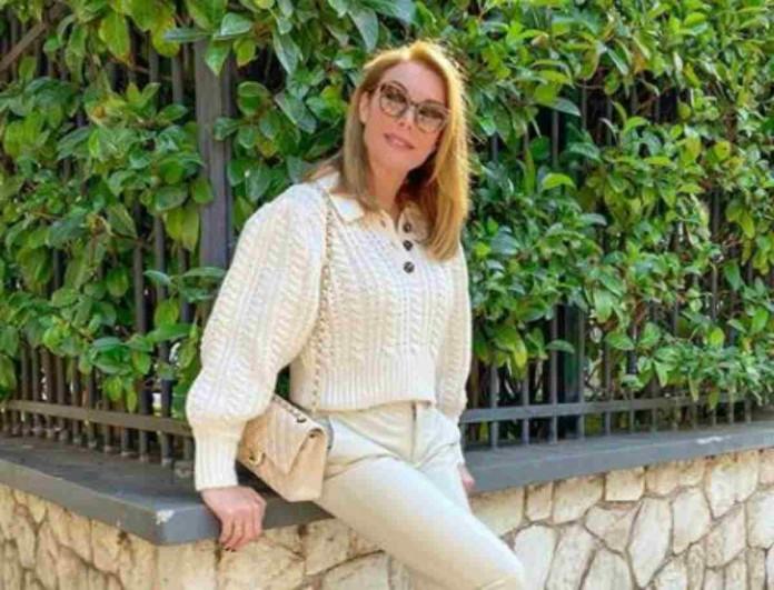 Χωρίς μάσκα στο δρόμο η Τατιάνα Στεφανίδου - Σήκωσε θύελλα στο διαδίκτυο