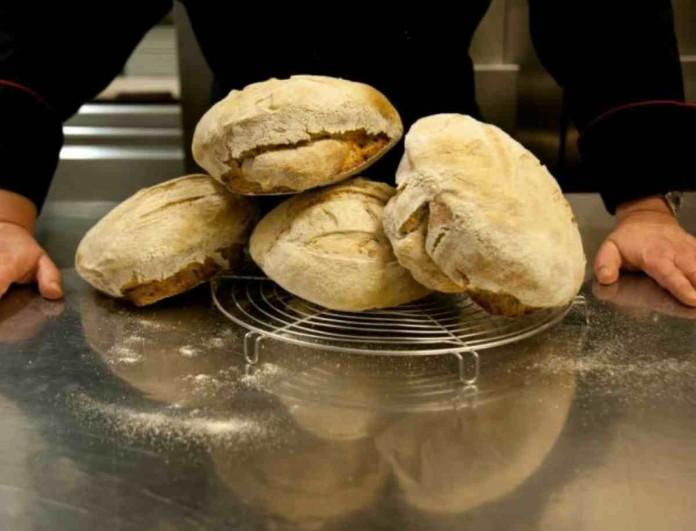 11+1 μυστικά από την Αργυρώ Μπαρμπαρίγου για να φτιάξεις το καλύτερο σπιτικό ψωμί