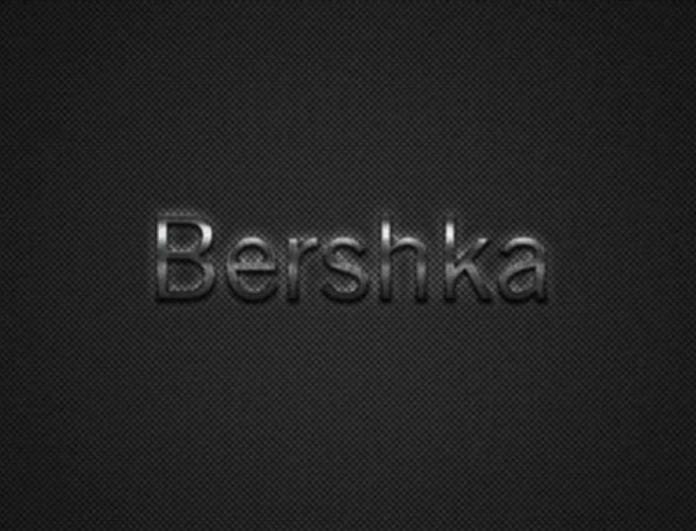 Μανιωδώς φεύγει από τα Bershka η φούστα που μοιάζει με... κουβερτάκι