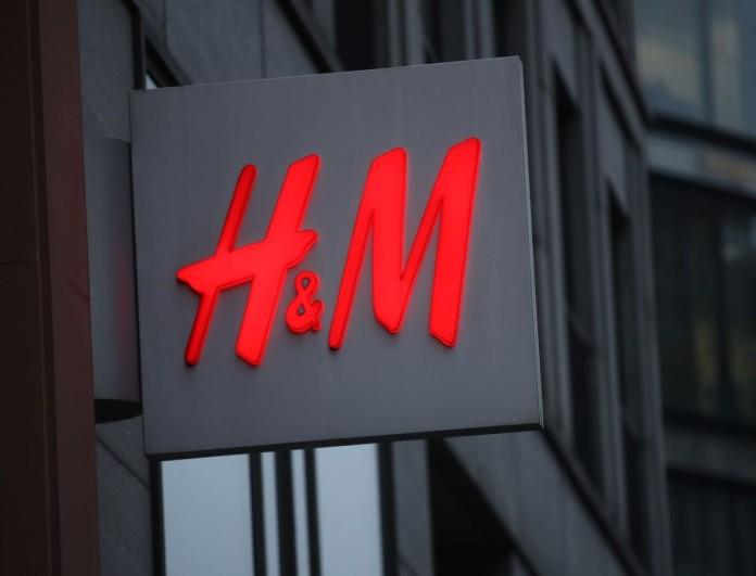 Top trend της σεζόν οι δετές μπότες από τα H&M - Τις έχουν όλες οι Instagrammers