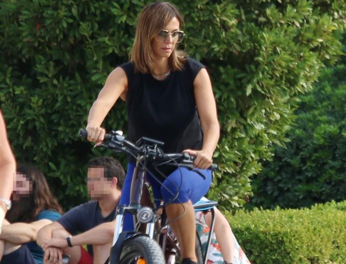 Έλλη Κοκκίνου: Την είδαμε στο Σύνταγμα με το ποδήλατο της!