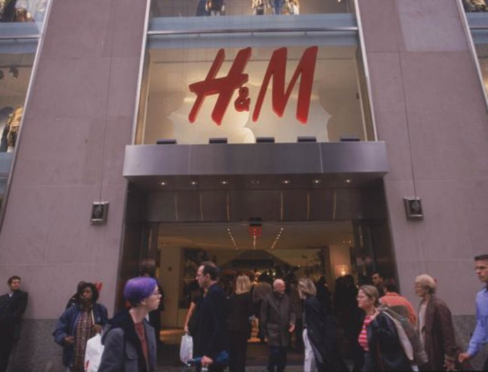 H&M Plus Size: Μπλούζες, παντελόνια και φόρεματα σε συγκλονιστικές τιμές!