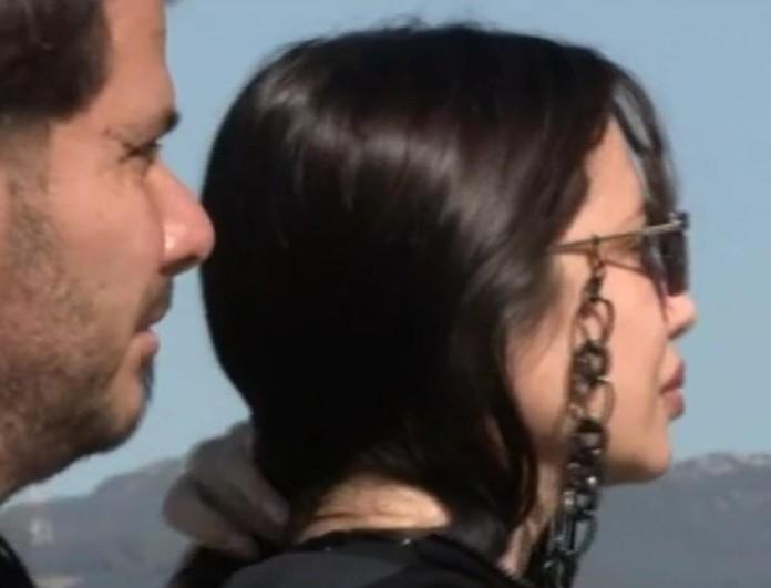 Μαυροφορεμένη και συντετριμμένη η Πάολα στο πλευρό του Φώτη Ζογλοπίτη