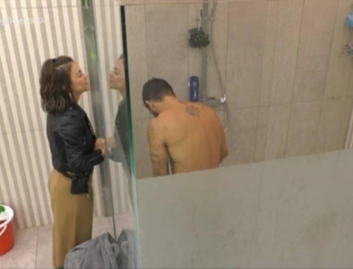 Big Brother: Η Ραΐσα την έπεσε στον Γρηγόρη - Άνοιξε την πόρτα ενώ έκανε μπάνιο