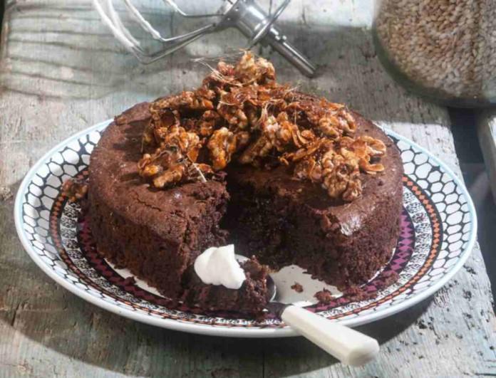 Το πιο εύκολο γλυκό σοκολάτας με αμύγδαλα από την Αργυρώ Μπαρμπαρίγου