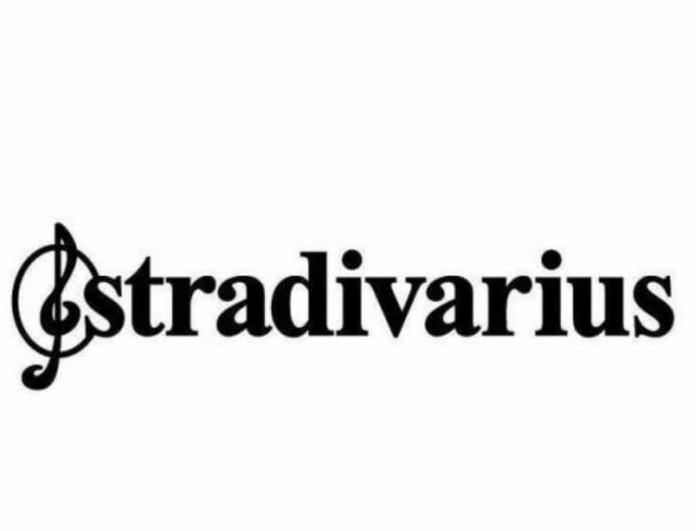 Stradivarius: Το πιο πολυσυζητημένο φόρεμα γιλέκο - Απίστευτα χαμηλή τιμή