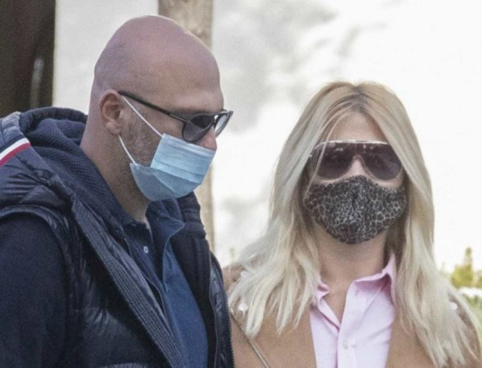Φαίη Σκορδά: Βγήκε με τον Νίκο Ηλιόπουλο αλλά όλοι κοιτούσαν στα πόδια της - Τι συνέβη;