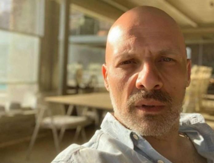 Τρυφερές στιγμές στο σπίτι του Νίκου Μουτσινά - Τα χάδια μπροστά στην κάμερα