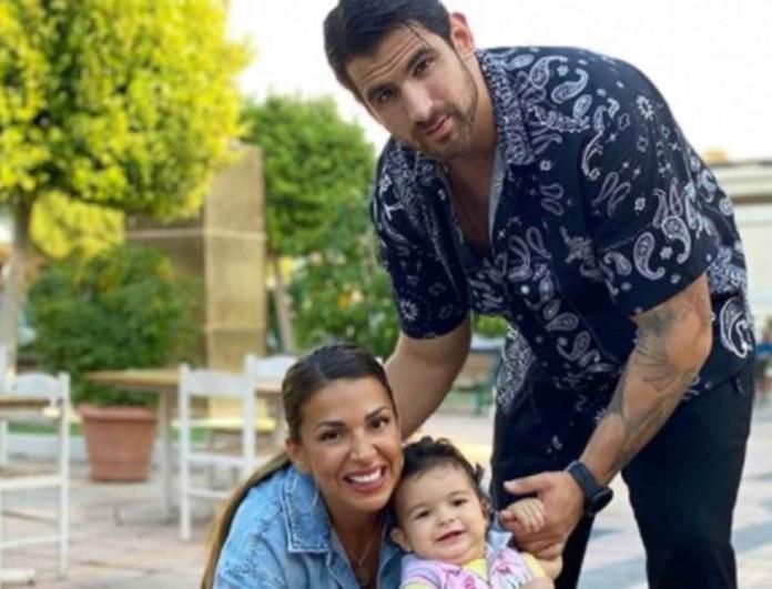 Στόλισαν στο σπίτι τους Χατζίδου - Παύλου - Το υπέροχο στιγμιότυπο με την κόρη τους