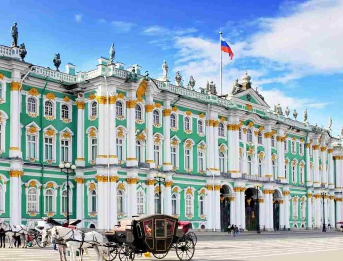 Φρίκη στην Αγία Πετρούπολη - Άνδρας με τσεκούρι κρατάει ομήρους 6 παιδιά