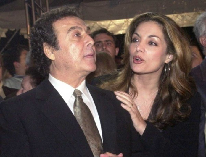 Τόλης Βοσκόπουλος: «Φωτοτυπία» της Άντζελας Γκερέκου η κόρη του - Φωτογραφία απόδειξη