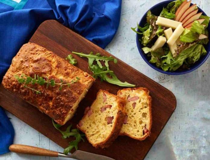 Ξεχάστε τα γλυκά κέικ - Η Αργυρώ Μπαρμπαρίγου μας φτιάχνει αλμυρό με ζαμπόν και τυρί
