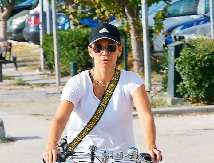 Με ποδηλατικό κολάν η Έλλη Κοκκίνου στα 50 της - Άλλο πράγμα τα πόδια της