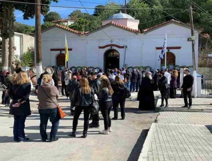 Σεισμός στη Σάμο: Σπάραξαν στην κηδεία της 15χρονης Κλαίρης