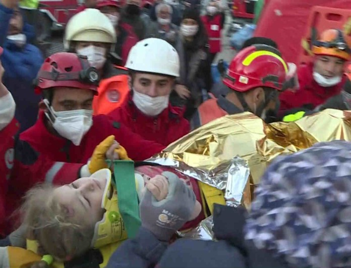 Σεισμός στη Τουρκία: Σοκαριστική διάσωση σε τρίχρονο κοριτσάκι - Βρισκόταν επί 65 ώρες κάτω από τα συντρίμμια