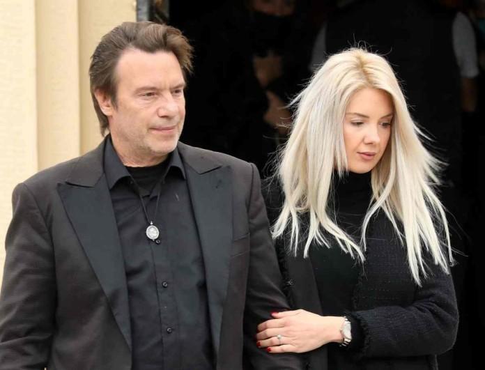 Μαυροφορεμένη η Σοφία Μαριόλα - Αβάστακτος πόνος στην κηδεία της μητέρας του Στράτου Τζώρτζογλου